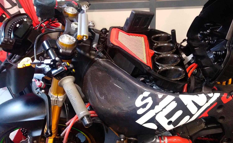 Preparación de moto para circuito